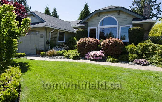 Photo of single family home on Redonda Place in Qualicum Beach, BC