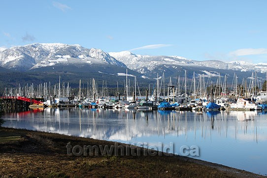 Photo of Deep Bay and Beaufort mountain range
